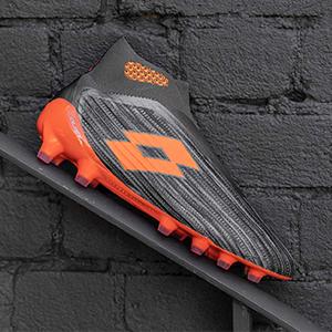 乐途足球鞋