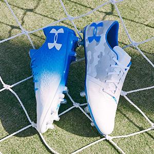 安德玛足球鞋