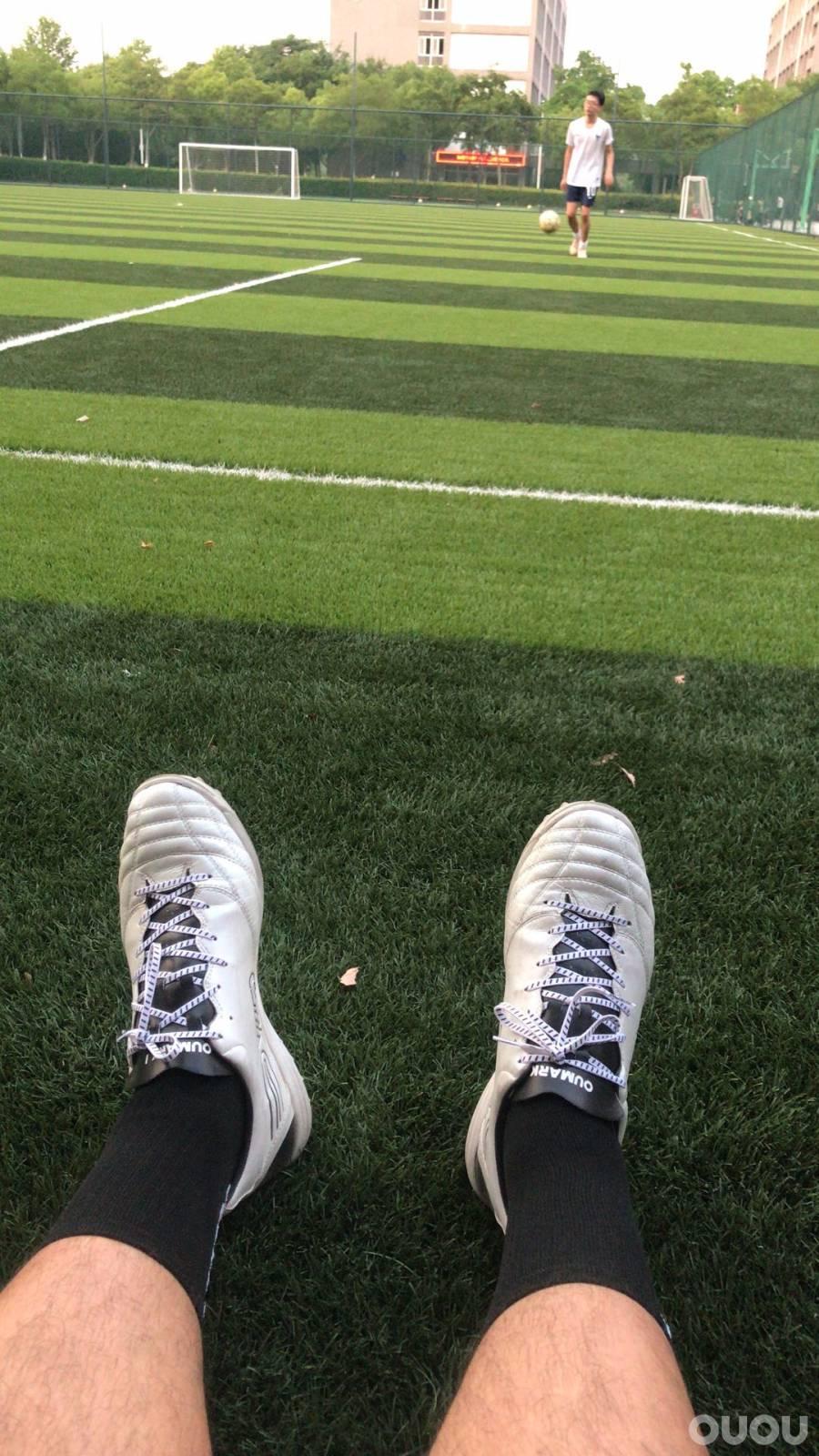 Oumark1的下地感受以及个人对国产足球鞋的看法。