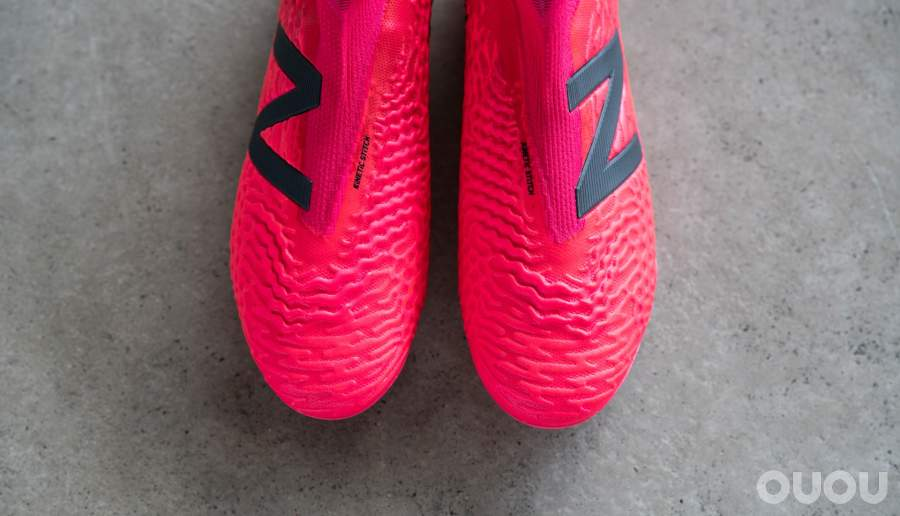 New Balance发布Alpha Flair套装足球鞋