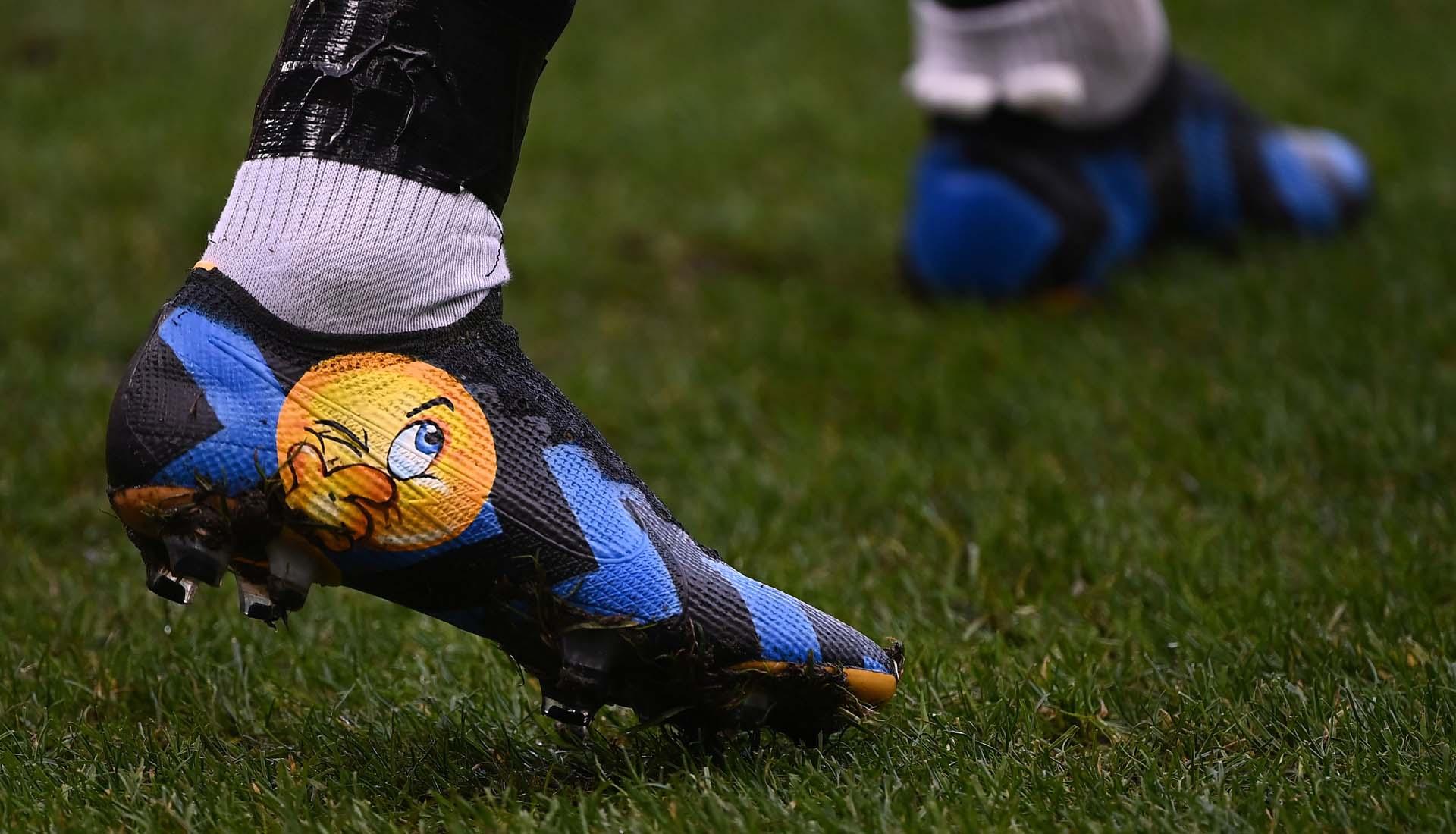 布罗佐维奇上脚涂鸦定制款Mercurial Vapor足球鞋