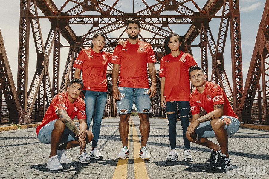 阿根廷独立队新赛季主客场球衣发布