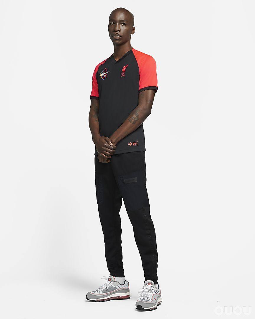 耐克推出利物浦中国新年球衣